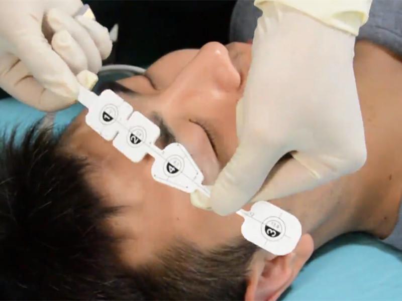 How is Medlinket's disposable non-invasive EEG sensor different from other sensors on the market?